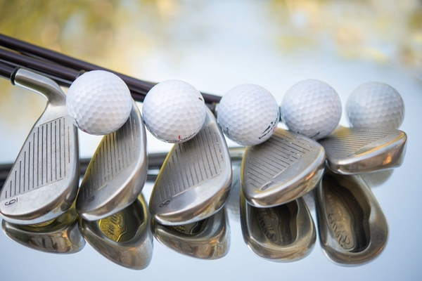 Feature image of golf clubs and golf balls