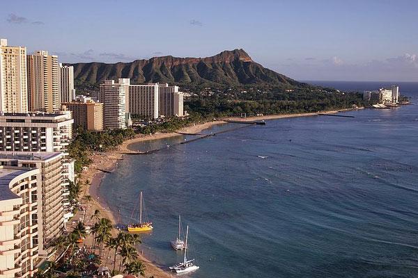 coastline view of beach and hotels in Honolulu, Hawaii