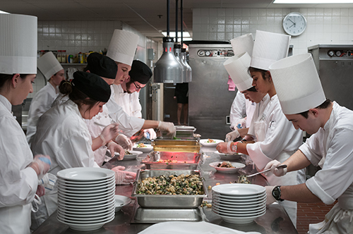 HEC-student-chefs-in-active-learning-together-in-a-kitchen