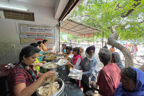 Volunteers preparing and serving meals at a food distribution center in Ludhiana, Punjab, India